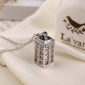 3D Doctor Who Tardis Necklace w/Green Crys…